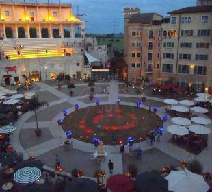 Abendstimmung auf der Piazza Hotel Colosseo Europa-Park