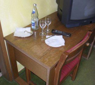 Unhygienische Oberflächen Tisch und  Stuhl Hotel Müllers Löwen