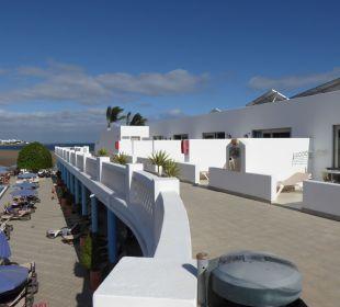 Rechts Zimmer mit setl. Meerblick Hotel Las Costas