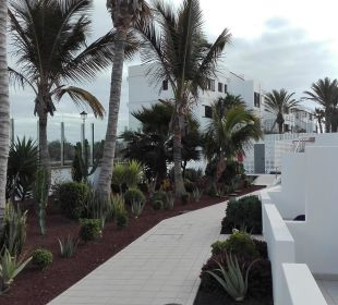 Weg im Hotel  an der Promenade lang Hotel Las Costas