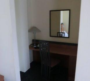 Schreibtisch Victor's Residenz Hotel Berlin Tegel