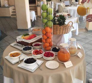 Tisch mit Obst am Frühstücksbuffet Villa Orselina Boutique Hotel