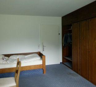 Altes Zimmer mit Fleck auf Teppich Hotel Prinz - Luitpold - Bad