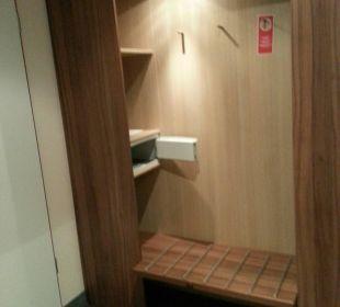 Für Garderobe ist gesorgt NOVINA HOTEL Tillypark