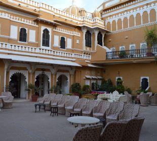 Hier kann man abends schön was trinken Hotel Deogarh Mahal