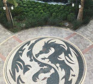 Überall findet man schöne Drachen Hotel Royal Dragon