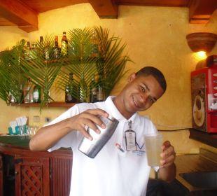 Felix, ein fleißiger Kellner VIK Hotel Cayena Beach Club