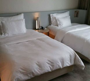 Behagliches Doppelbett Hotel The Ritz-Carlton Wolfsburg