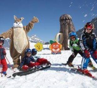Das Ice-Age Kinderskiland ist direkt hinterm Haus Ferienpension Christl