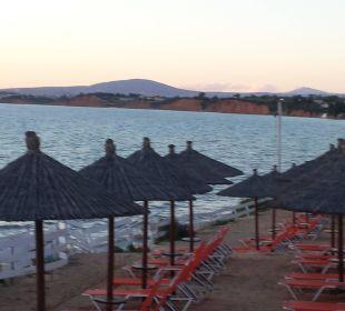 Liegestühle mit Blick auf Meer Hotel Istion Club & Spa