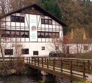 Blick auf Restaurant und Schänke von der Nister au Limbacher Mühle