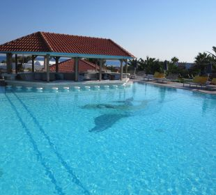 Ruhepool mit Swimup-Bar AKS Annabelle Beach Resort