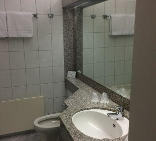 Waschbecken und Spiegel Familotel Hotel Sonnenhügel