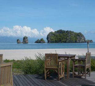 Vom Saffron-Restaurant in die Bucht Hotel Tanjung Rhu Resort