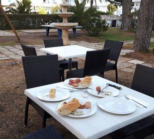 Frühstüch im Garten, herrlich ! JS Hotel Yate