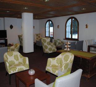 Hotelhalle mit Cheminée Hotel Waldhaus am See