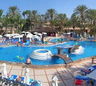 Hauptpool gesehen vom Haupteingang Dunas Suites&Villas Resort