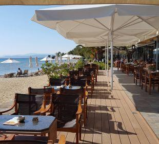 Bar mit Blick auf den Strand Anthemus Sea Beach Hotel & Spa