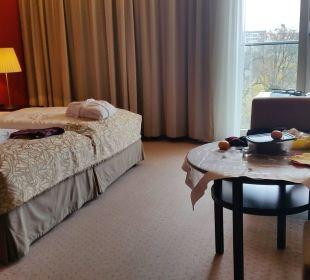 Schönes Sitzecke, großes Bett, Schreibtisch etc. Austria Trend Hotel Savoyen Vienna