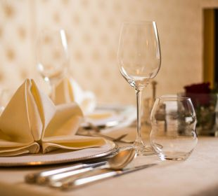 Fein gedeckter Tisch für das Gourmetmenü Hotel Cervosa