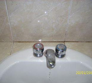 Waschtischarmatur mit tropfendem Hahn Hotel Pueblo Caribe