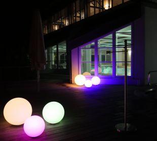 Blick auf das Schwimmbad bei Nacht Hapimag Resort Winterberg
