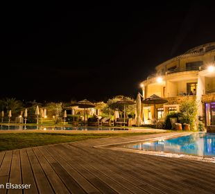 Hotel bei Nacht Hotel Baia Caddinas