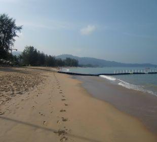 Breit und sauber an der Wasserlinie La Flora Resort & Spa