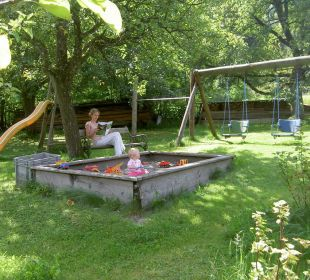 Kinderspielplatz unter den Obstbäumen AlpenApart Haus Engstler
