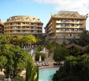 Rechter Trakt und Haupthaus Hotel Royal Dragon