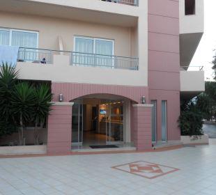 Eingang zum Haupthaus Eurohotel Katrin Hotel & Bungalows