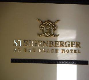 Hotelschild beim Eingang