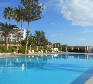 Pool im Dezember Hotel Nissi Beach Resort
