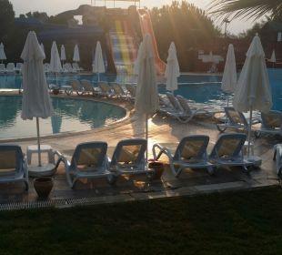 Der Pool ist sehr groß  Oz Hotels Incekum Beach