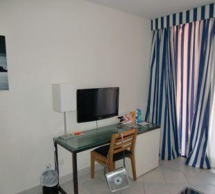 Schreibtisch mit TV Hotel H10 Tindaya