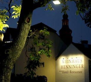 Hotelschild vom Haupteingang Weinhaus Henninger Hotel