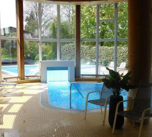 Innen und beheizbares Außenbecken Hotel Bon Alpina