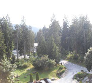 Blick auf den Parkplatz und die Einfahrt Sunstar Alpine Hotel Flims