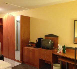 Zimmer vom Bett aus Victor's Residenz Hotel Berlin Tegel