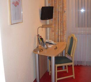 Zimmer - Schreibtisch Telefon TV Comfort Garni Hotel
