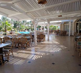 Außenrestaurant Brayka Bay Resort