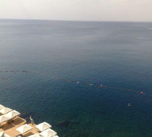 Blick von der Poolterrasse auf den Felsenstrand Hotel Divan Antalya Talya