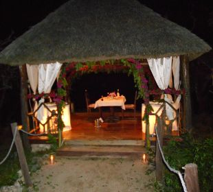 Honeymoon-Pavillon abends Temple Point Resort