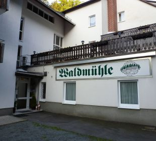 Eingang vom Parkplatz Hotel Waldmühle