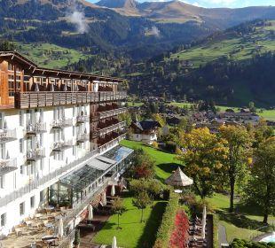 Blick vom Balkon auf Hauptgebäude und Dorf Lenkerhof gourmet spa resort