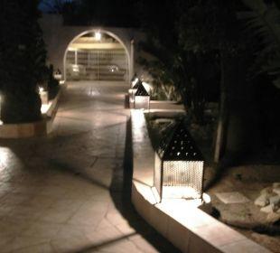 Hier der Eingang Hotel Samira Club