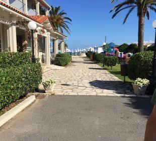 Blick zum Pool/Strand Hotel Acharavi Beach