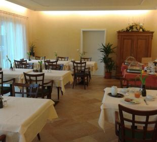 Sehr schicker, geräumiger Frühstücksraum Gästehaus Rosenhof