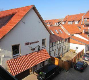 Ausblick vom Balkon auf den Eingang zur Mühlenstube Apart Hotel Wernigerode