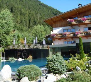 Außenpool mit Bergsicht Hotel Quelle Nature Spa Resort